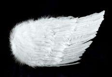 L'ange s'envole la vue de côté d'isolement sur le noir photographie stock