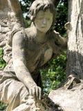 L'angelo di pietra si addolora Immagini Stock Libere da Diritti