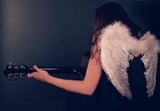 L'angelo nero palying la chitarra Fotografie Stock Libere da Diritti