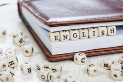 L'ANGLAIS de Word sur la vieille table en bois Photographie stock libre de droits