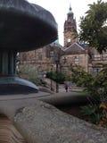 L'Angleterre britannique Yorkshire Sheffield Town Hall et les jardins de paix Image stock