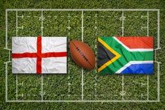 L'Angleterre contre Drapeaux de l'Afrique du Sud sur le champ de rugby Image stock