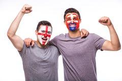 L'Angleterre contre la Slovaquie sur le fond blanc Les passionés du football des équipes nationales célèbrent, dansent et crient Photos libres de droits