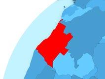 L'Angola en rouge sur le globe bleu Photo stock