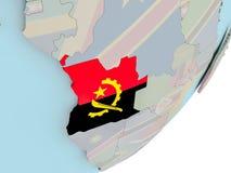 L'Angola sur le globe avec des drapeaux Photographie stock