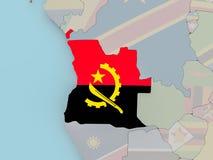 L'Angola sur le globe politique avec le drapeau Photo stock