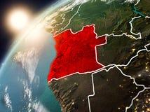 L'Angola sur terre de planète dans le coucher du soleil illustration libre de droits