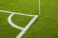 L'angolo del campo di calcio artificiale dell'erba Immagini Stock