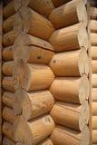 L'angolo di una casa di legno Fotografie Stock