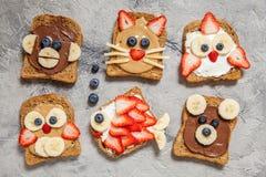 L'animale divertente affronta i pani tostati Fotografia Stock Libera da Diritti