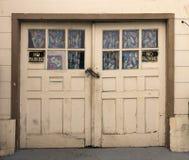 L'annata ha dilapidato porte del garage Immagini Stock