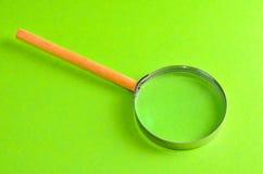 L'annata ingrandice la lente di ingrandimento di vetro Fotografia Stock Libera da Diritti