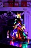 L'annata prenota la decorazione dell'albero di Natale ed il fuoco aperto Fotografie Stock Libere da Diritti
