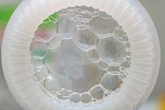 L'anneau pour des bulles de savon et les bulles se ferment  photos libres de droits