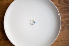 L'anneau se trouve d'un plat Photos libres de droits
