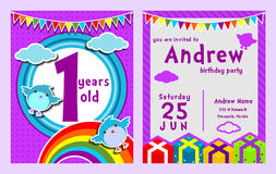 L'anniversaire pourpre de nuage d'oiseau de thème badine la carte d'invitation photographie stock libre de droits