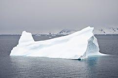 L'Antarctique - iceberg Non-tabulaire Images stock