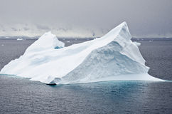 L'Antarctique - iceberg Non-tabulaire Photo libre de droits
