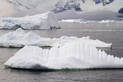 L'Antartide - iceberg e linea costiera Fotografia Stock Libera da Diritti