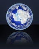 L'Antartide sul globo royalty illustrazione gratis