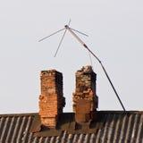 L'antenna della TV sul tetto del vecchio Fotografia Stock