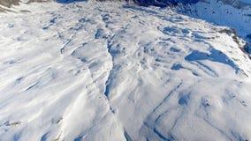 L'antenna veloce rivela delle alpi svizzere e francesi stock footage