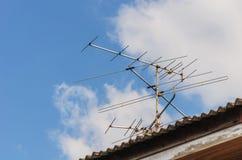 L'antenne sur le toit Image libre de droits