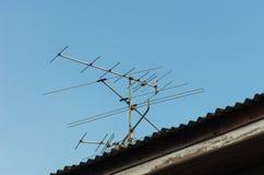 L'antenne sur le toit Images libres de droits