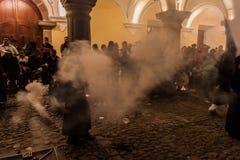 L'ANTIGUA, GUATEMALA - 25 MARS 2016 : Participants du cortège sur le Vendredi Saint à l'Antigua Guatemala CIT image stock