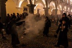 L'ANTIGUA, GUATEMALA - 25 MARS 2016 : Participants du cortège sur le Vendredi Saint à l'Antigua Guatemala CIT photos stock