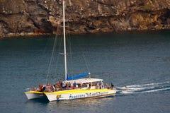 l'Antigua - vitesse normale des Caraïbes de réception de catamaran Images libres de droits