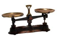 L'antiquité pèsent et l'échelle en laiton de vieille mesure d'isolement Images stock