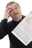 L'anziano ha letto il giornale Fotografia Stock Libera da Diritti