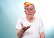 L'anziano mangia sano Immagini Stock Libere da Diritti