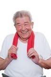 L'anziano sta sorridendo con un asciugamano Fotografia Stock