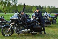 L'apertura dei motociclisti lituani condisce, riunione nella fattoria rurale di turismo, ritratti immagine stock