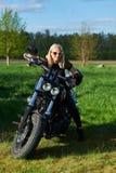 L'apertura dei motociclisti lituani condisce, riunione nella fattoria rurale di turismo, ritratti fotografia stock libera da diritti