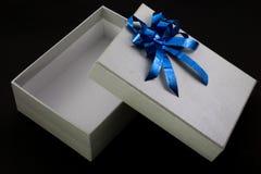 L'apertura grigia di colore della scatola Fotografie Stock