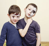 L'apocalypse de zombi badine le concept Facepaint de célébration de fête d'anniversaire sur la jeune mariée morte d'enfants, visa Photo stock