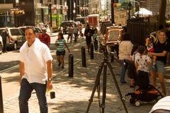 L'appareil-photo de pliage de vintage setted sur la rue de Broadway à New York City, NY, Etats-Unis 08/04/2018 photographie stock libre de droits