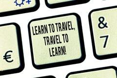 L'apparence conceptuelle d'écriture de main apprennent à voyager voyage à apprendre Le texte de photo d'affaires font des voyages images libres de droits