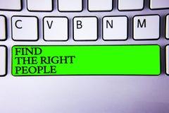 L'apparence conceptuelle d'écriture de main trouvent les personnes concernées Photo d'affaires présentant choisissant le candidat Photos stock