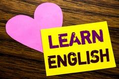 L'apparence d'inspiration de légende des textes d'écriture de main apprennent l'anglais Concept d'affaires pour l'école de langue Photos stock