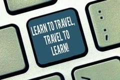 L'apparence de signe des textes apprennent à voyager voyage à apprendre La photo conceptuelle font des voyages pour apprendre le  images stock