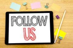 L'apparence des textes d'écriture nous suivent Concept d'affaires pour la commercialisation sociale de media écrite sur l'ordinat Photo stock