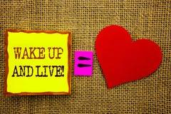 L'apparence des textes d'écriture se réveillent et vivent Concept d'affaires pour le rêve de motivation Live Life Challenge de su Photos libres de droits