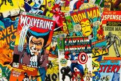 L'appartement comique de vue supérieure de couvertures de magazine de vintage coloré étendent la composition Images libres de droits