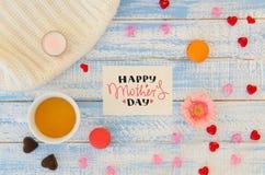L'appartement de jour du ` s de Valentine de vintage étendent le calibre de la note de lettrage de main d'amour, la tasse de thé  Images libres de droits