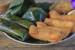 L'appel cuit à la friteuse Patongko de bâton de la pâte et tout autre dessert pour le petit déjeuner mangent habituellement avec  photos libres de droits