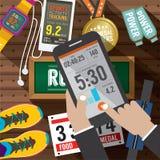 L'application d'activité de sport dans Smartphone avec le sport embraye des articles à l'arrière-plan Photos libres de droits